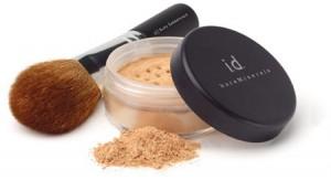 Vi använder endast Bare Minerals make-up. Det är den enda mineral make-upen som består av 100% mineraler; den är så ren att man kan sova med den! Salong Unik
